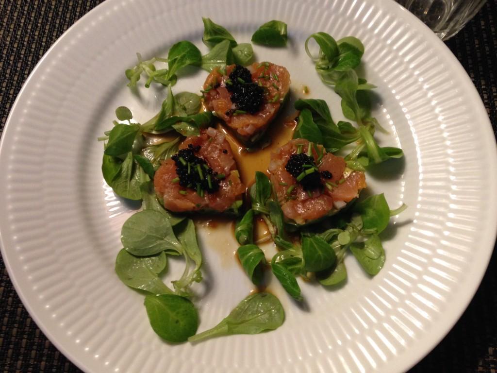 Lækker forret med laks og avocado